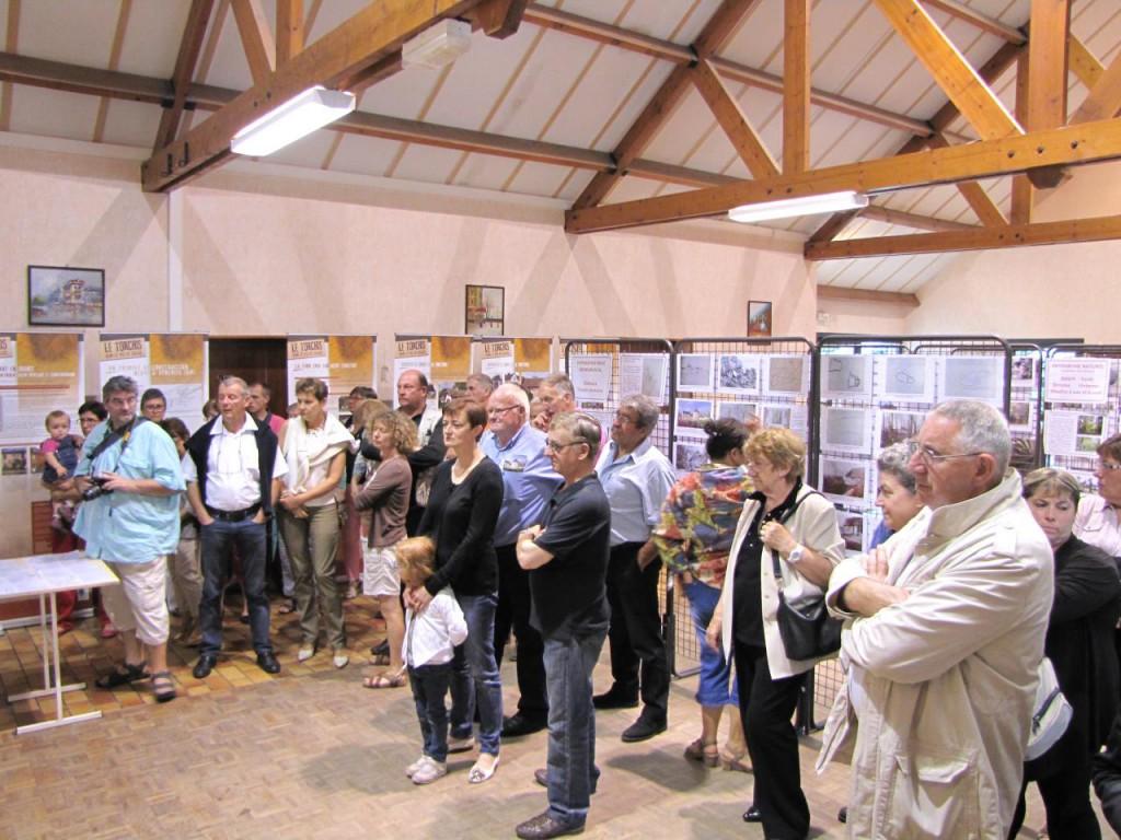 Elus et habitants du canton d'Hucqueliers venus assister à l'inauguration.